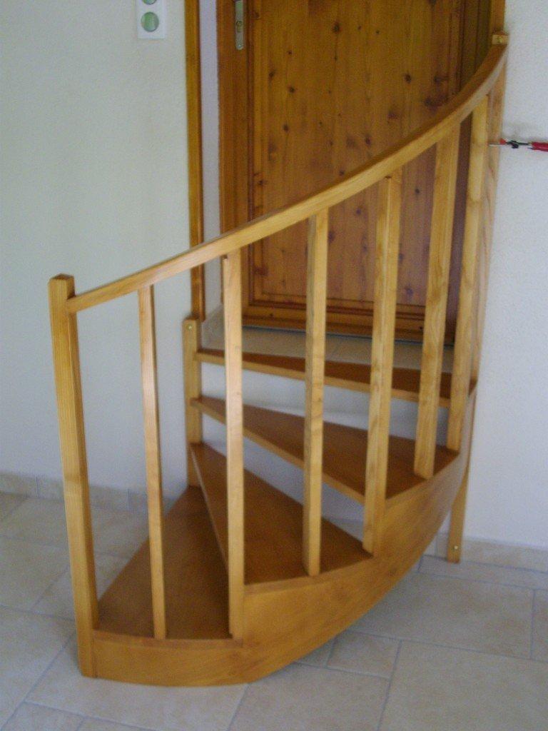 escalier quart tournant arrondi en frene massif cdmeubles artisan ebeniste. Black Bedroom Furniture Sets. Home Design Ideas